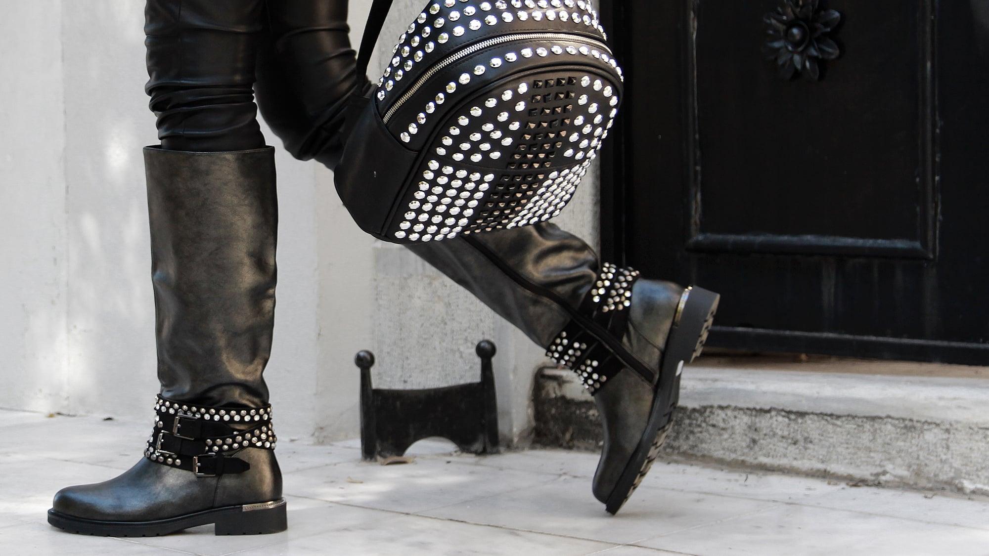 Αναδείξτε τη δυναμική κομψότητά σας με Biker Boots
