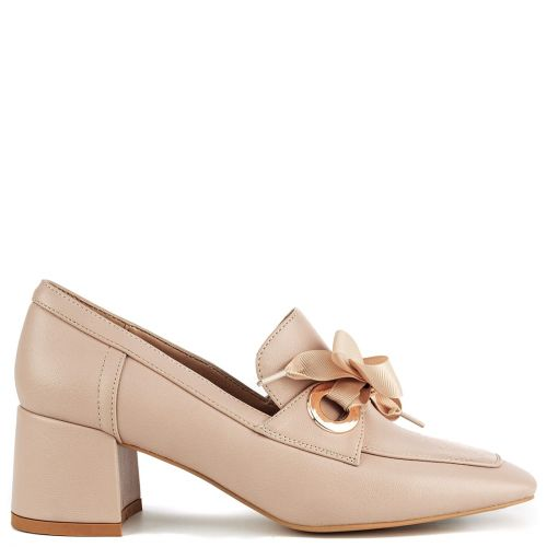 Nude loafer with ribbon
