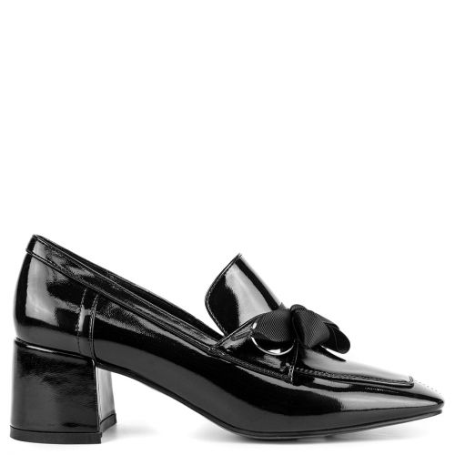 Black loafer with ribbon