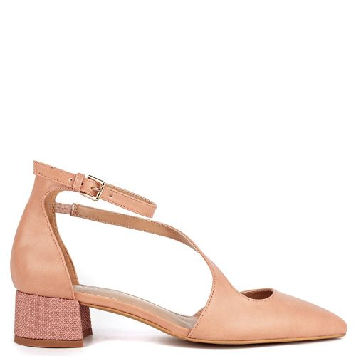 Nude pump with low heel