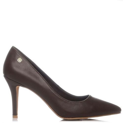 Brown pointy pump