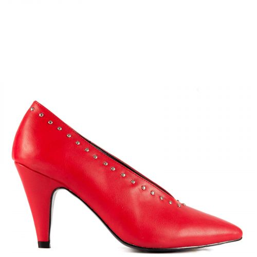 Red v-shaped pump with studs