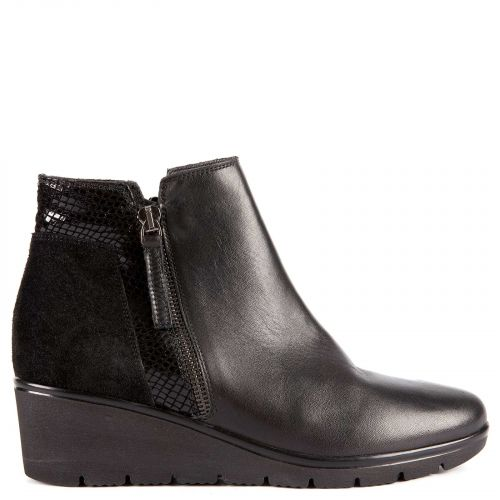Black leather low cut bootie