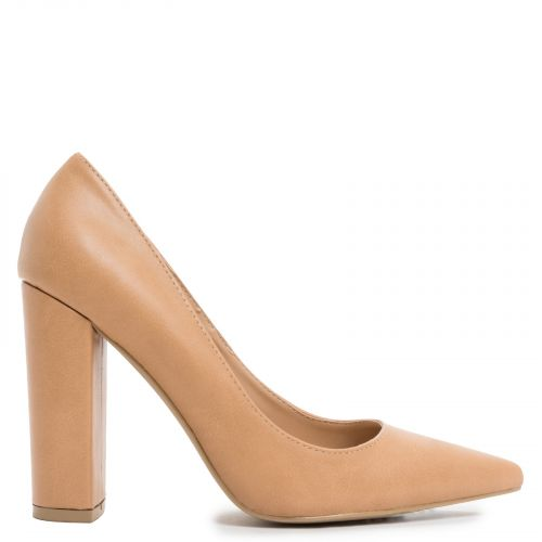 Camel pointy pump