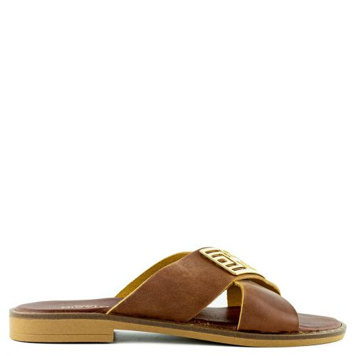 Brown leather crossed straps sandal.