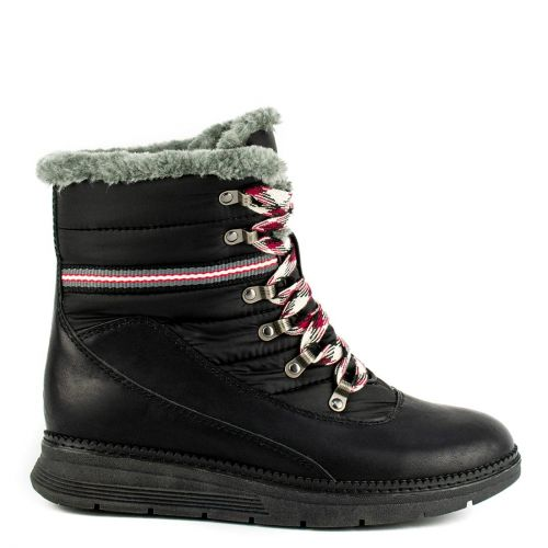 Black hiking boot with fur