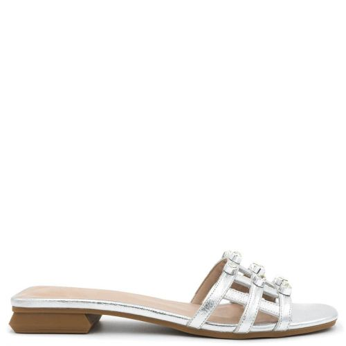 Silver sandal with pearls