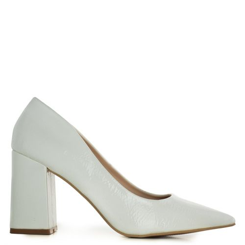 White pump in nude patent