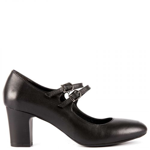 Black leather pump