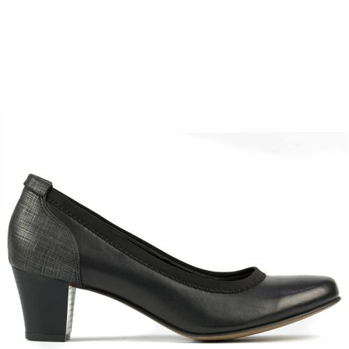 Black leather pump