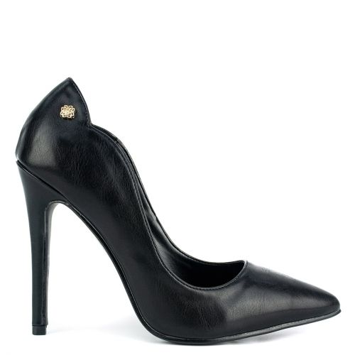 Black pointy pump