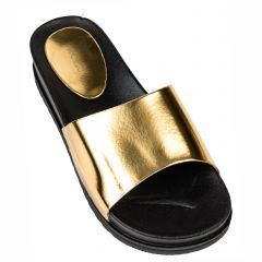 Women's gold beach slipper with band