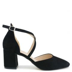 Black pump with cross straps