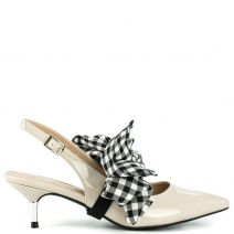 Nude pump with bow