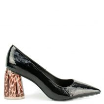 Black pump with tortoise heel