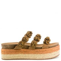 Camel flatform with flowers