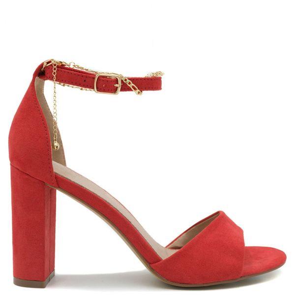Κόκκινο ψηλοτάκουνο πέδιλο