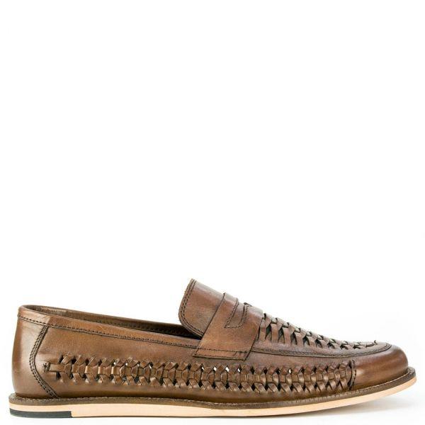 Δερμάτινο καφέ παπούτσι με πλεκτό σχέδιο