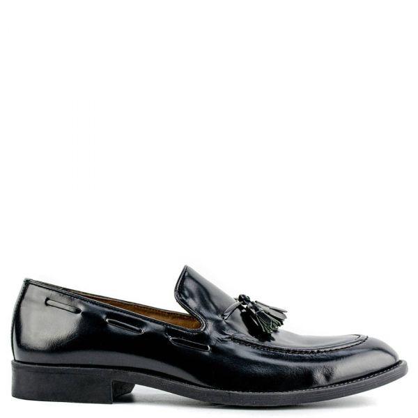 Ανδρικά μαύρα δερμάτινα loafers με φουντάκια